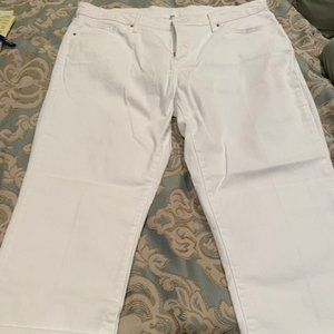 Levi's white shaping capris